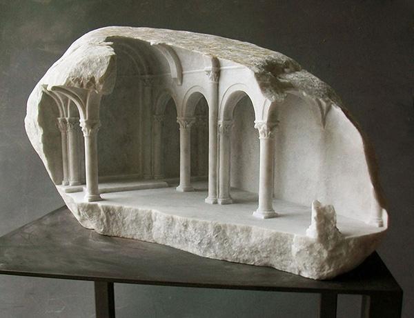 el mrmol es casi sinnimo de escultura y es que esta piedra a sido elegida por cientos de artistas para esculpir el cuerpo humano pero en el caso del